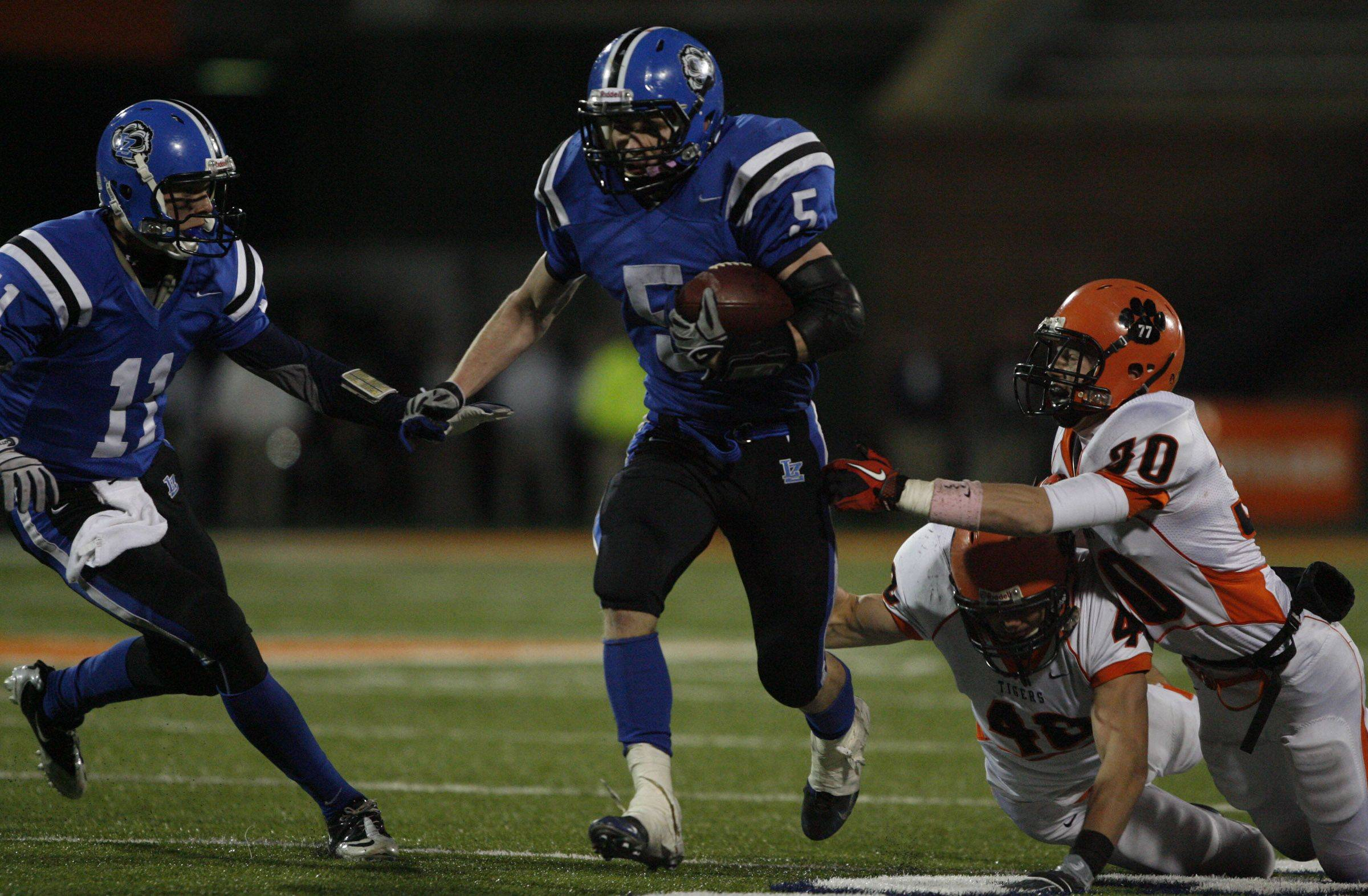 Images from the 7A state title game between Wheaton Warrenville South and Lake Zurich Saturday, November 27, 2010.