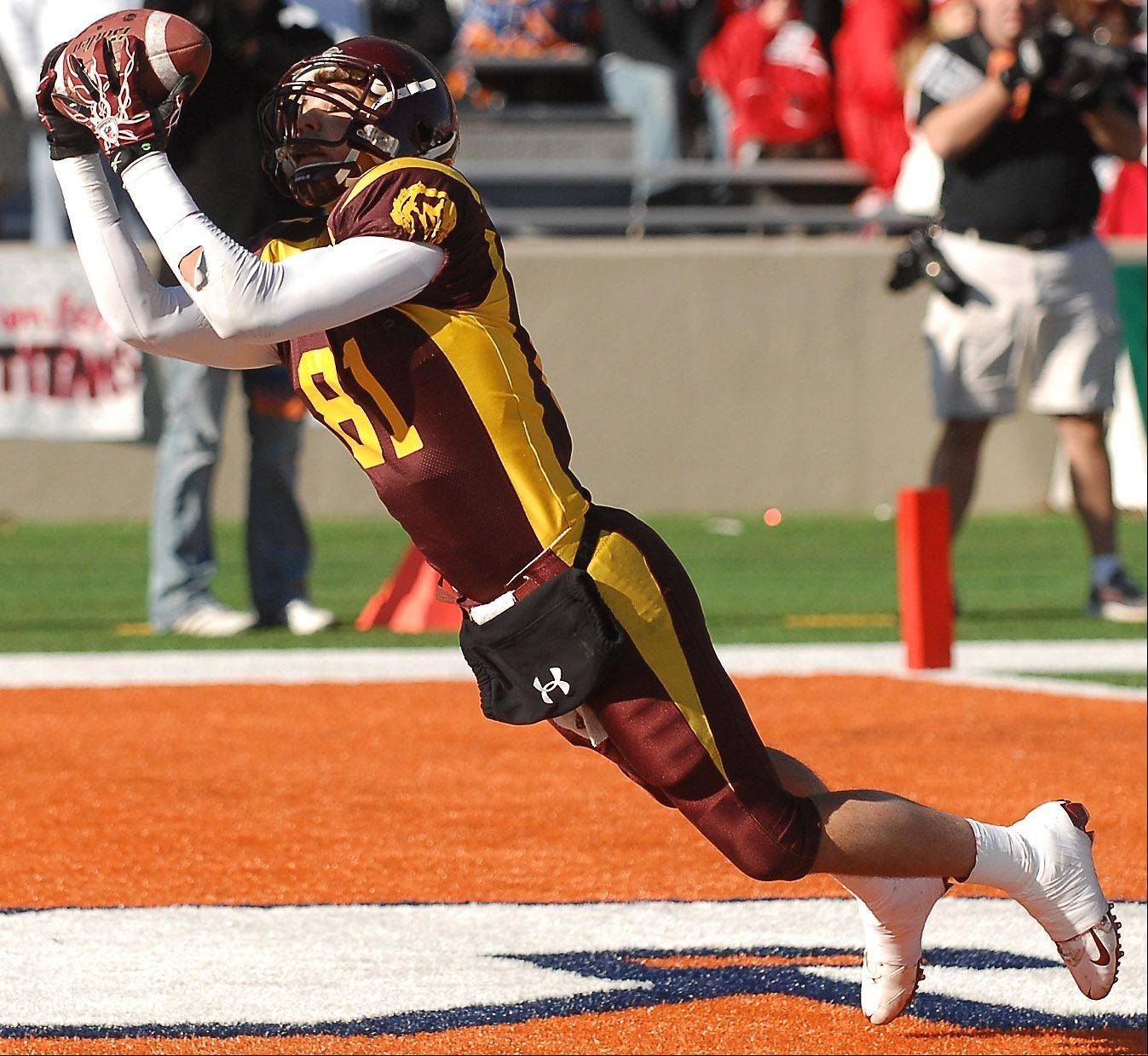 Rick West/rwest@dailyherald.com ¬ Montini's Jordan Westerkamp makes his second touchdown catch of the day against Chatham Glenwood during the Class 5A state championsip in Champaign Saturday.