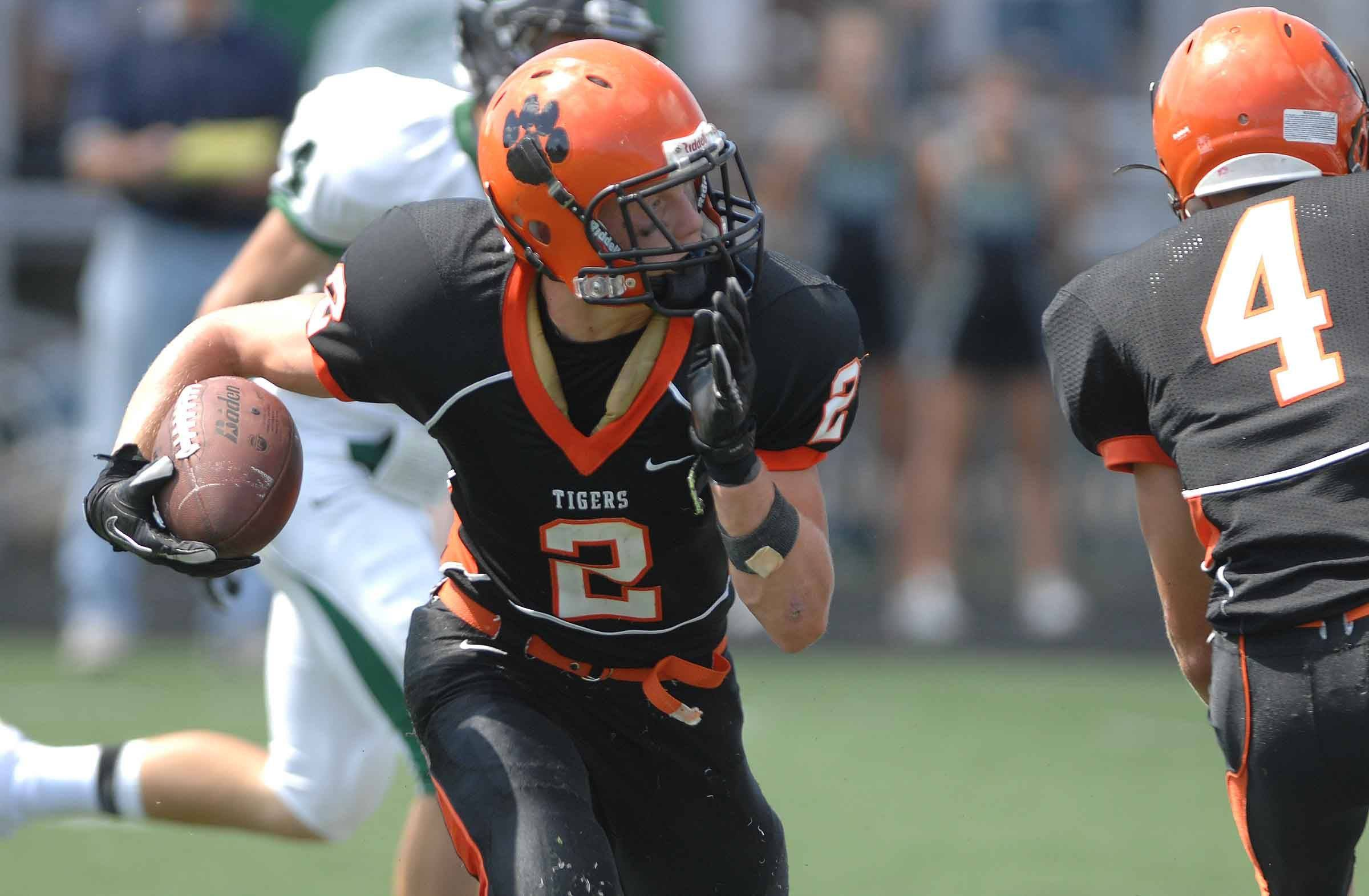 PAUL MICHNA/Pmichna@dailyherald.com  Mike Shelton of Wheaton moves the ball during the Glenbard West and Wheaton Warrenville South game Sunday.