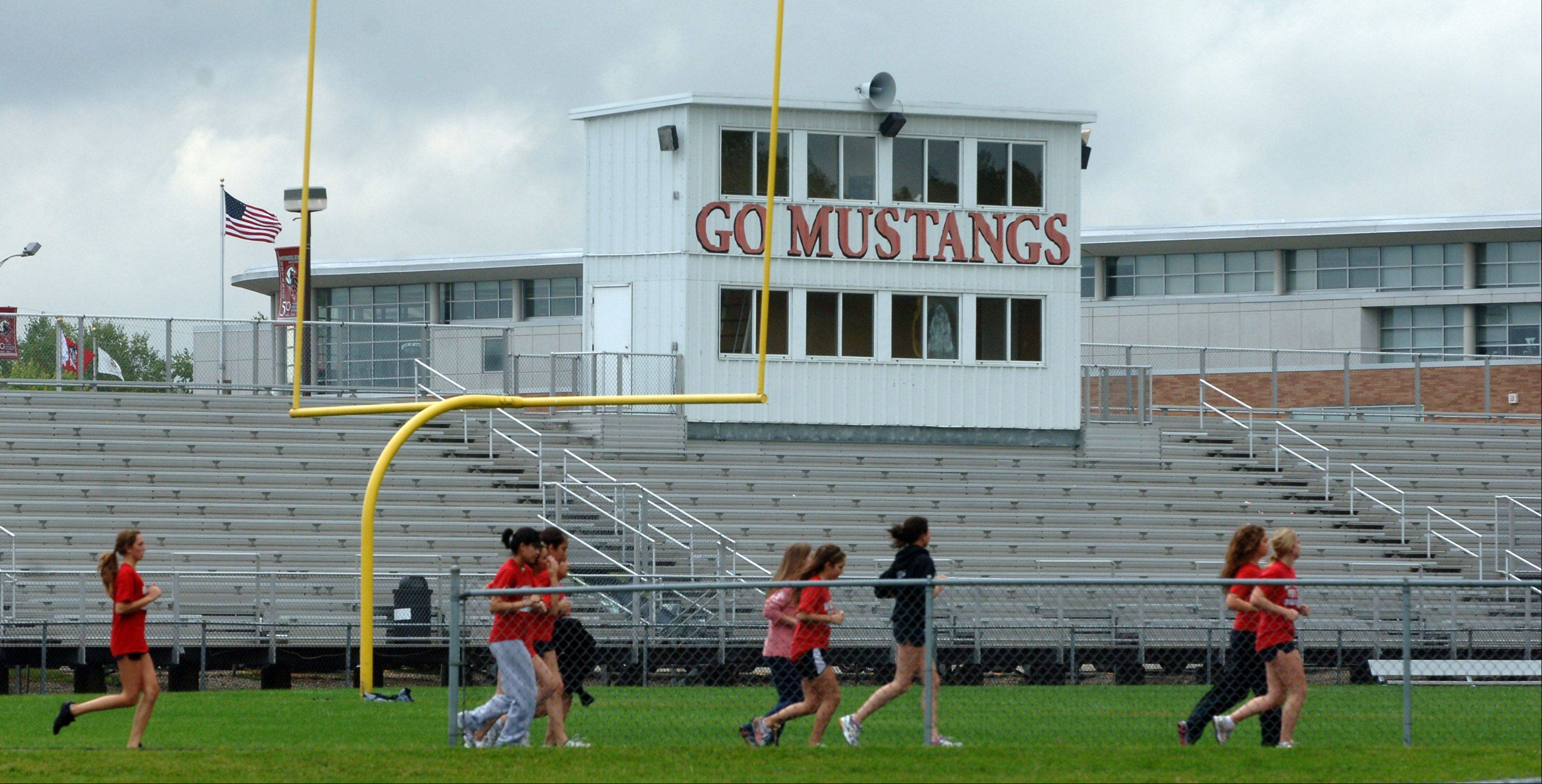 Mundelein High board inks deal for turf