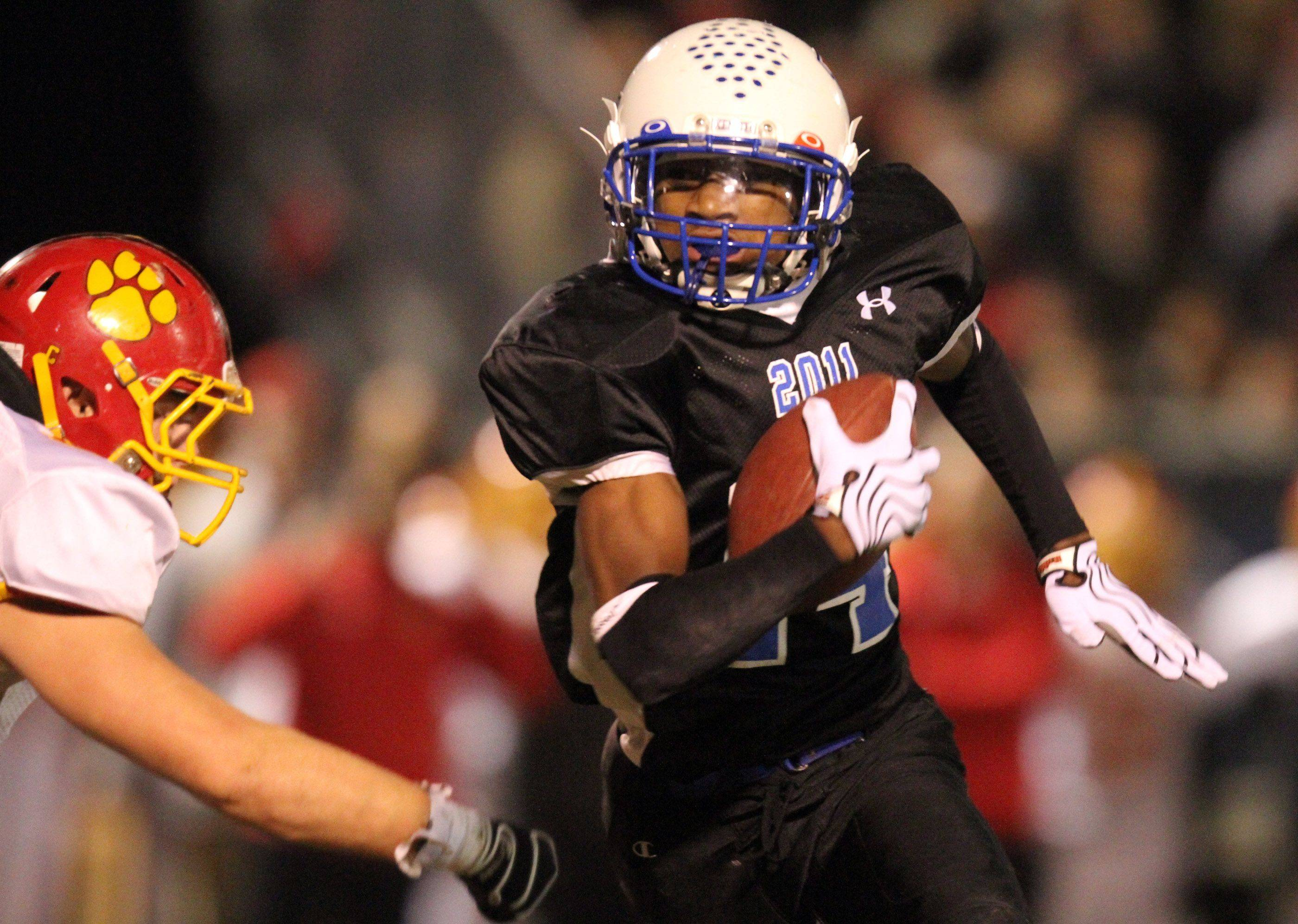 Lakes' Andrew Spencer runs the ball against Batavia during the first half at Lakes on Saturday, November 12th.