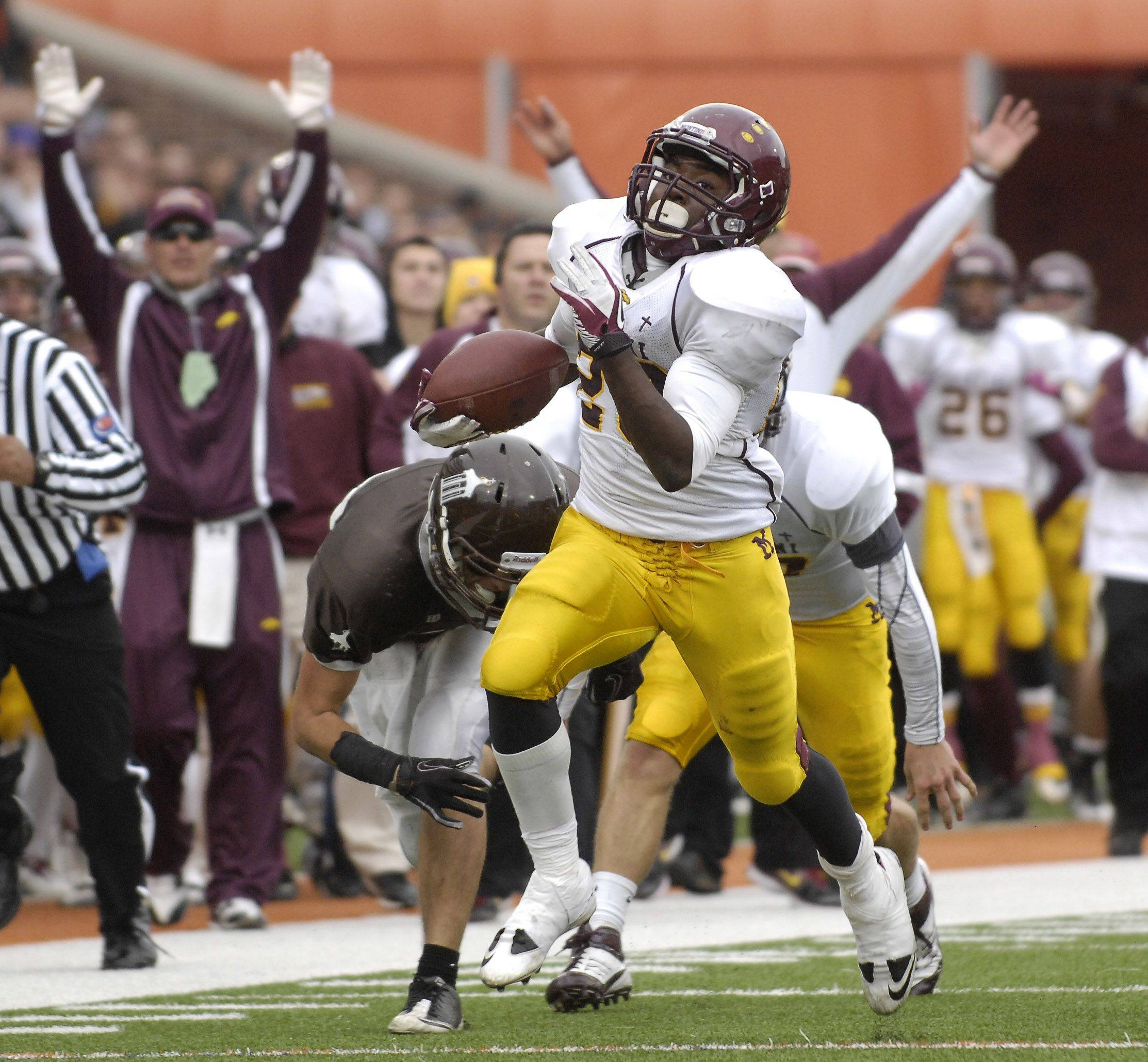 Montini's Dimitri Taylor scores on a 30-yard touchdown run in the third quarter during the Class 5A state championship in Champaign on Saturday.
