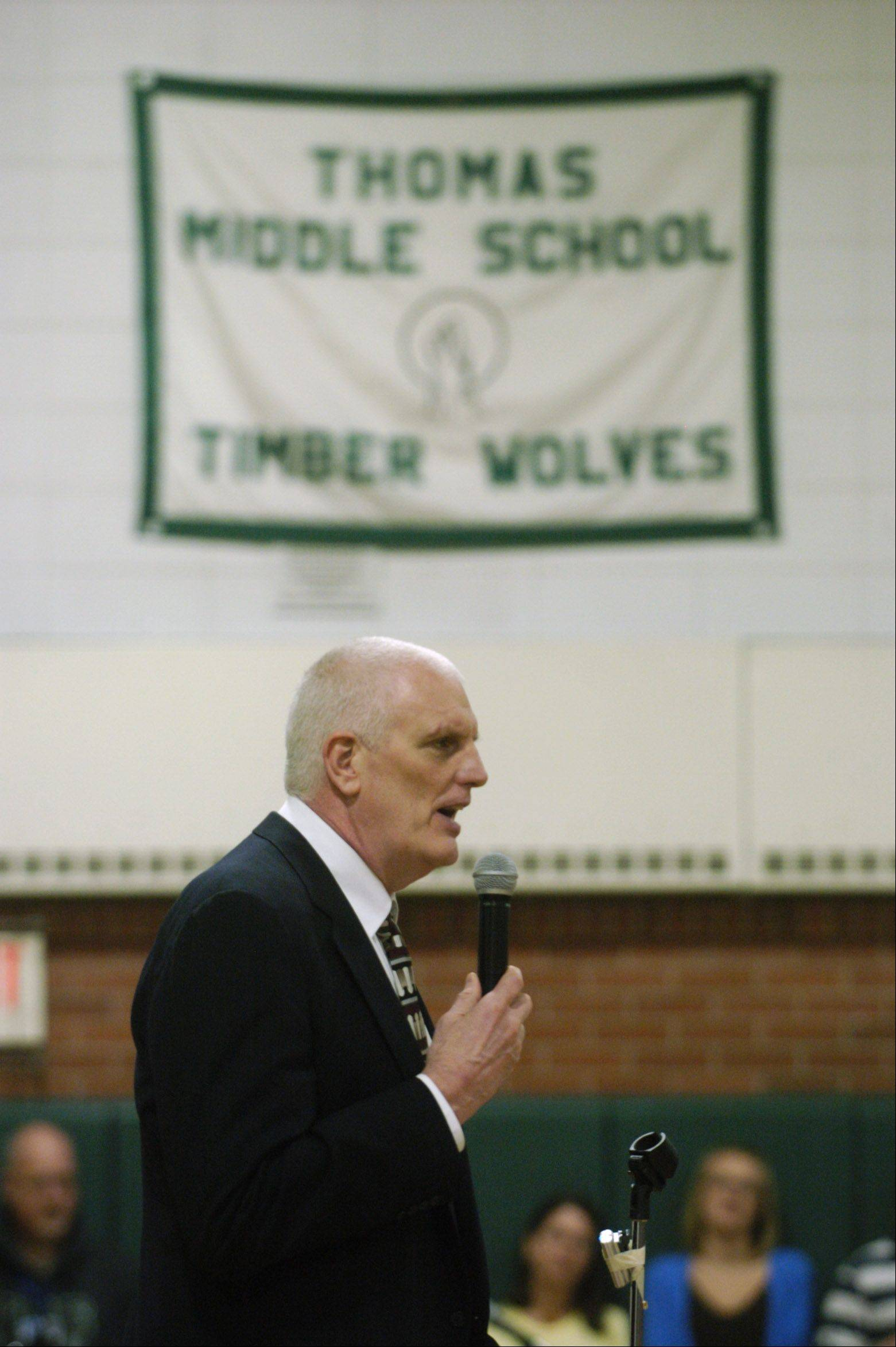 Former basketball player Dave Corzine speaks during an assembly at Thomas Middle School in Arlington Heights Thursday.