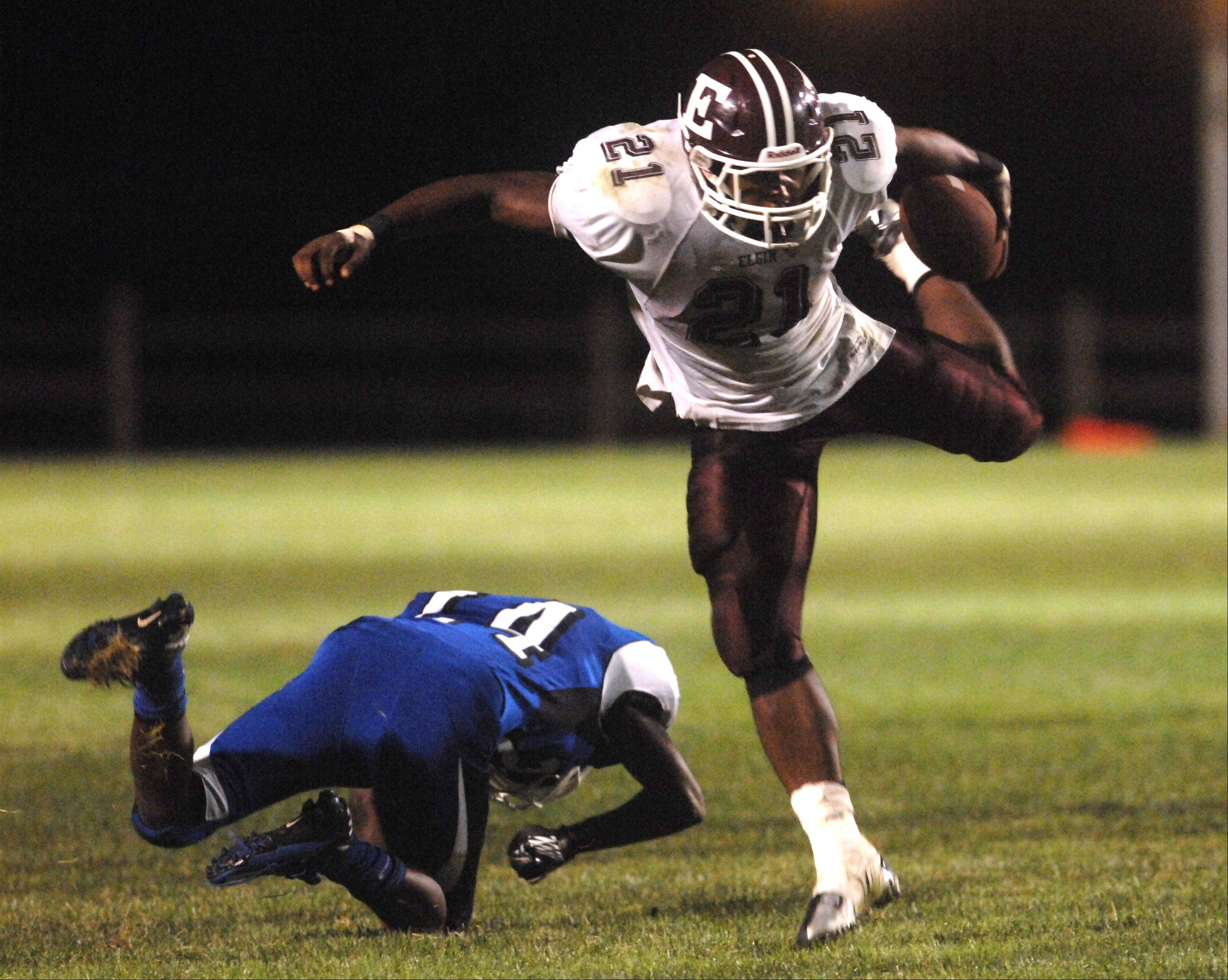 Elgin's Jaylen Clemons breaks free for a big run.
