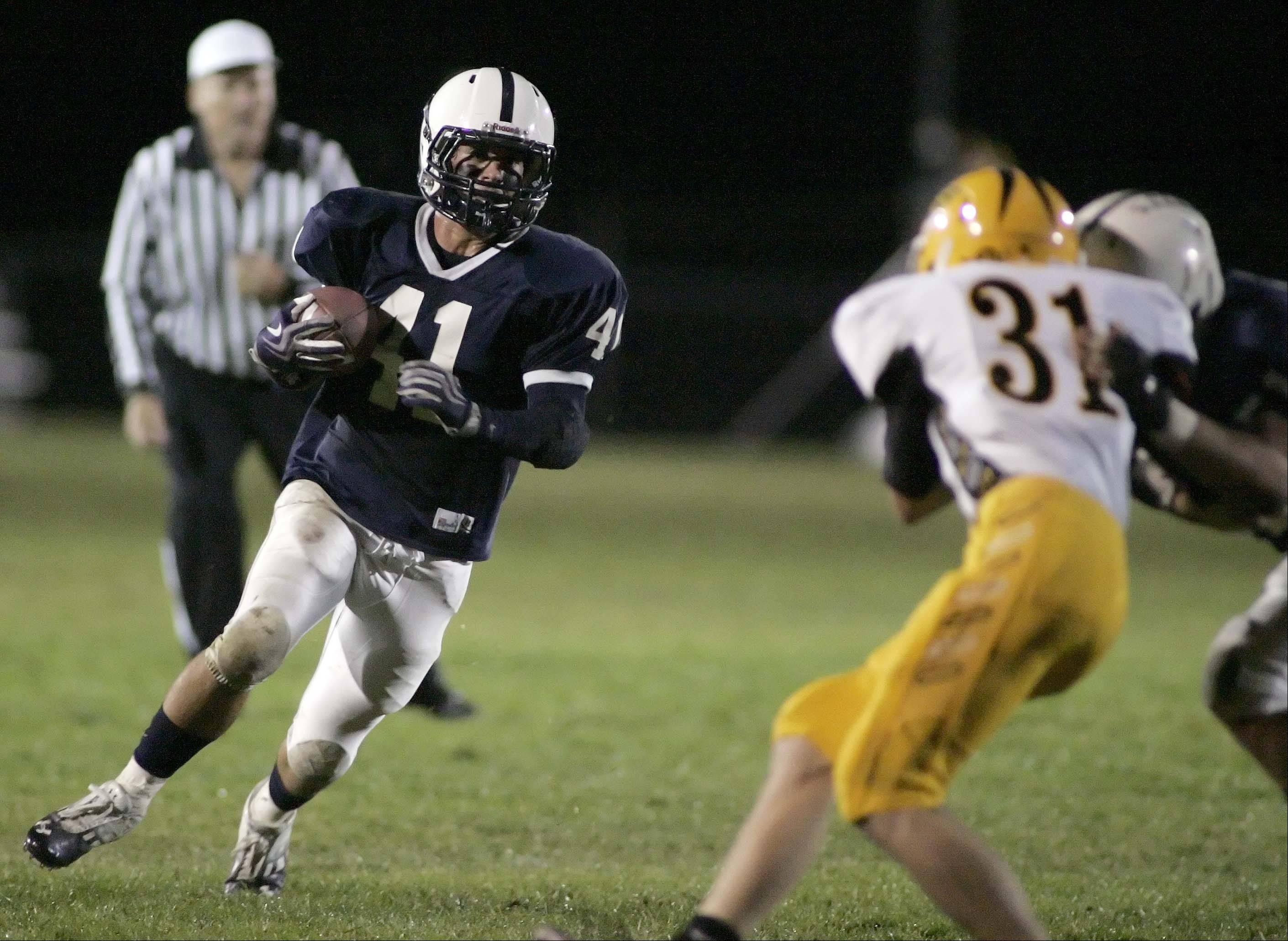 Cary-Grove's Zach Marszal goes around the end for a touchdown in the second quarter.