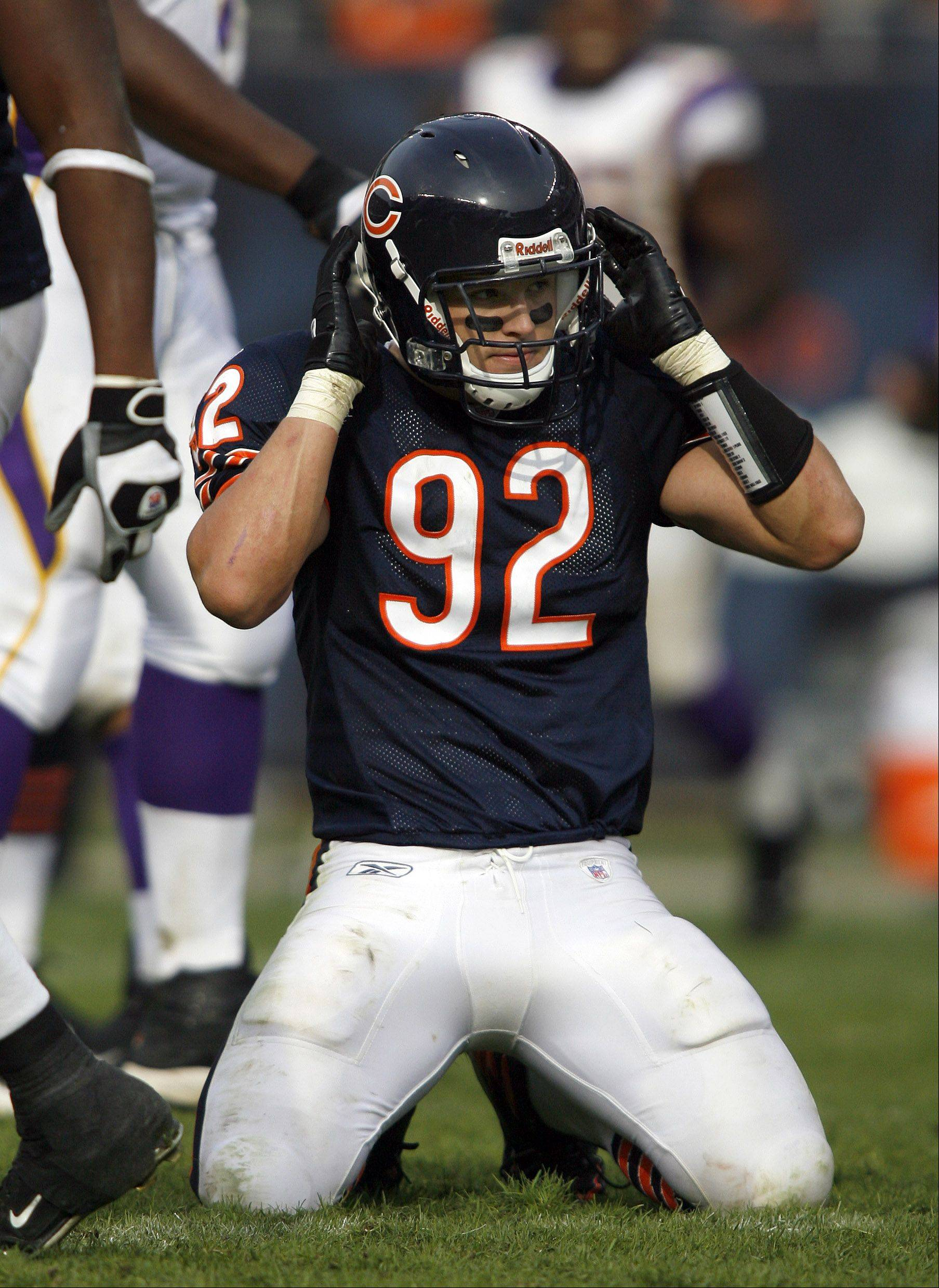 Former Chicago Bears linebacker Hunter Hillenmeyer will talk about injury prevention with athletes and parents Wednesday at Naperville North High School.