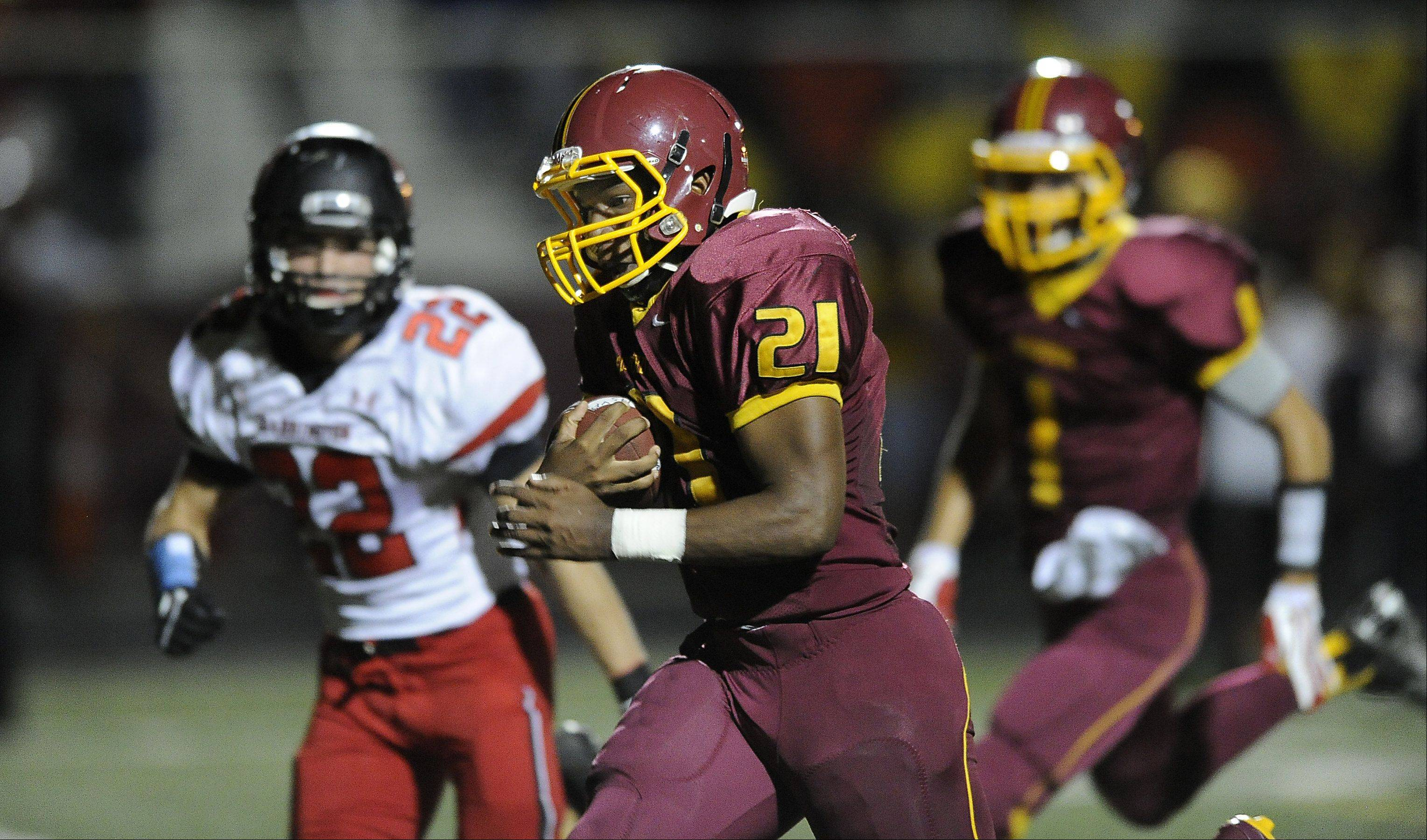 Schaumburg's Justice Macneal-Young runs in his second touchdown of the game in the second quarter.
