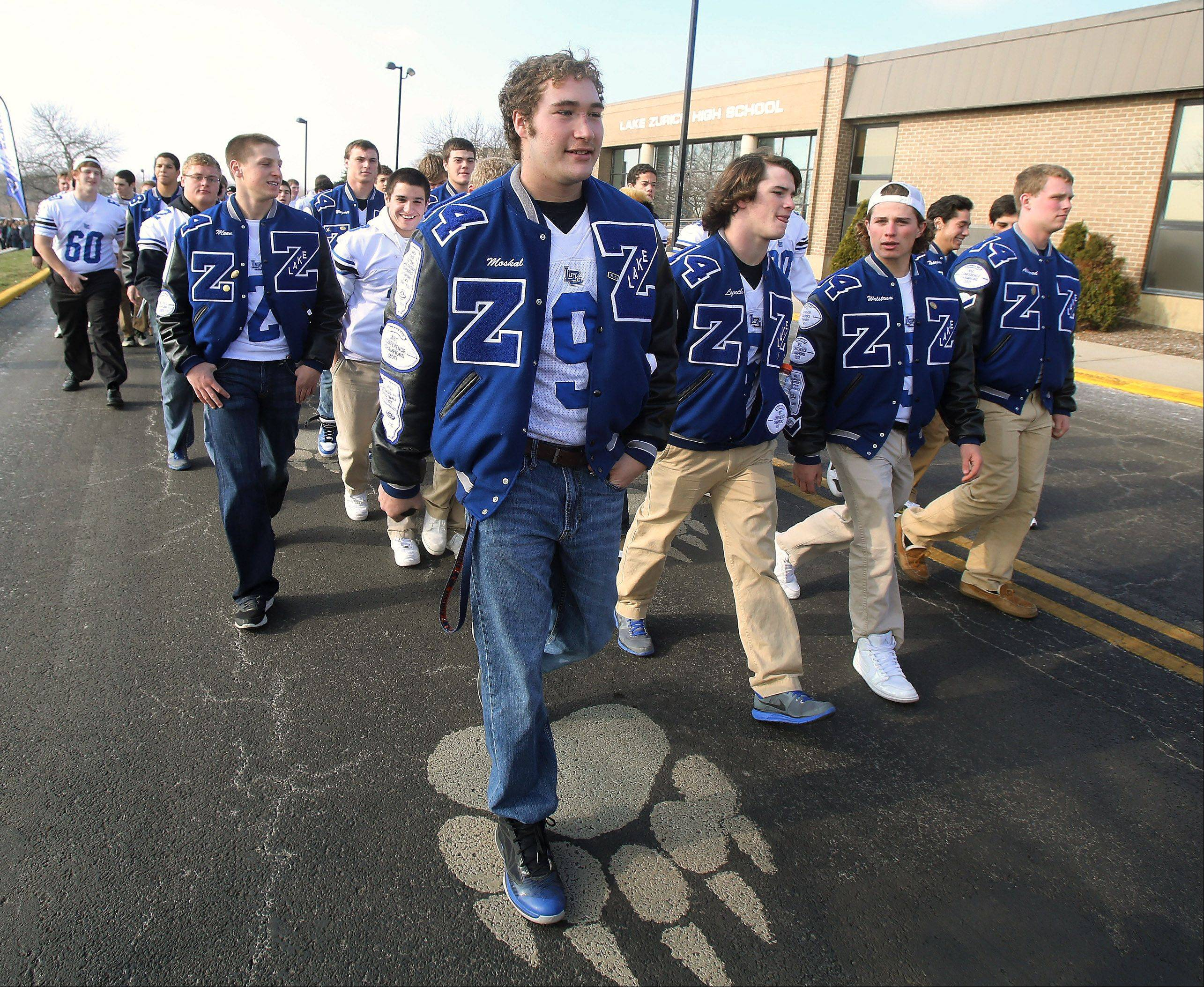 Lake Zurich celebrates football team at parade, rally