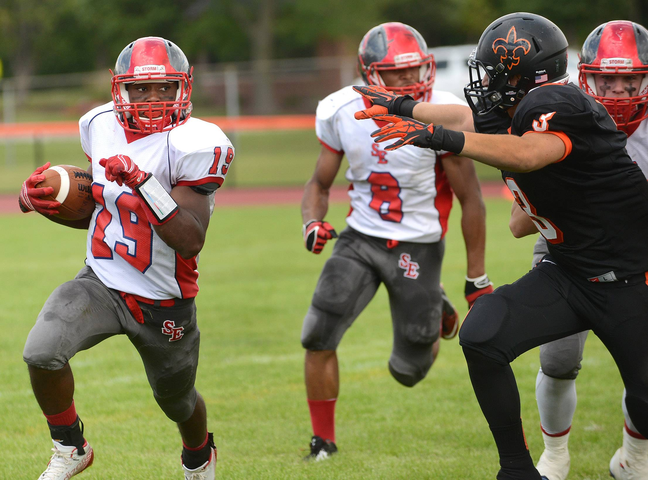 Shawn Griffin of South Elgin runs wide during South Elgin at St. Charles East football.