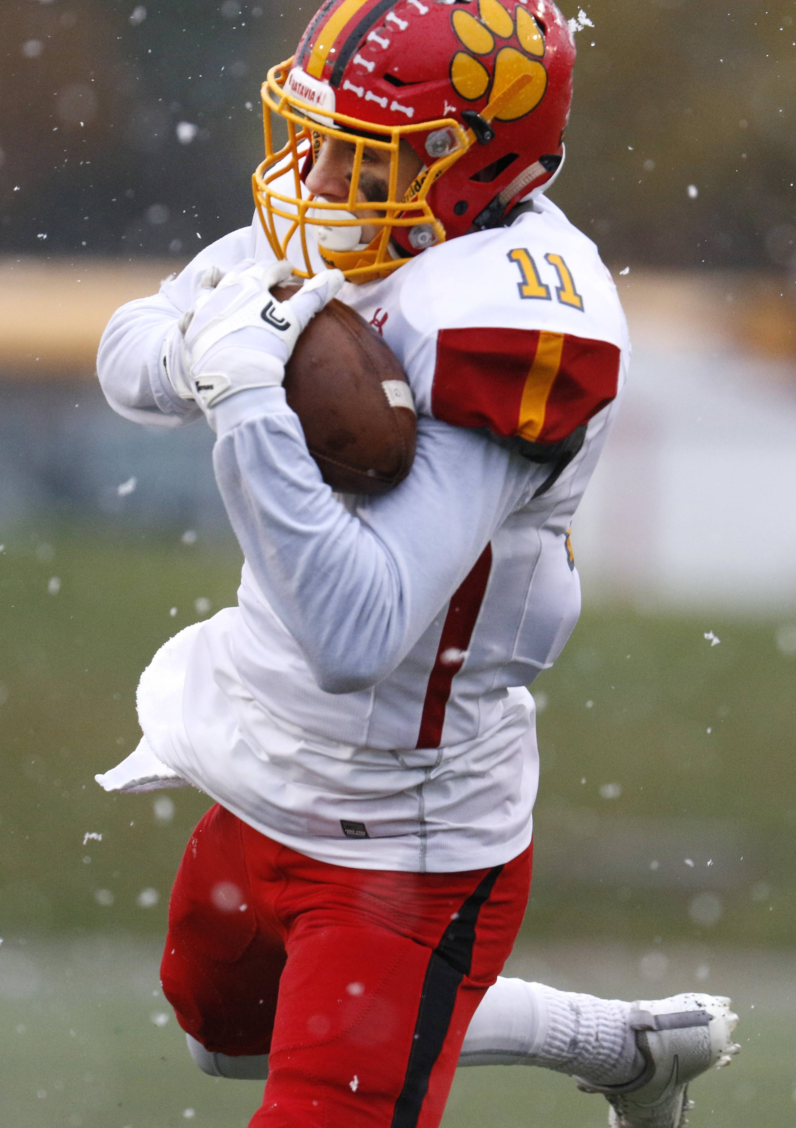 Batavia's Eric Peterson (11) catches a pass against Benet Academy in the Class 7A semifinals game in Lisle.