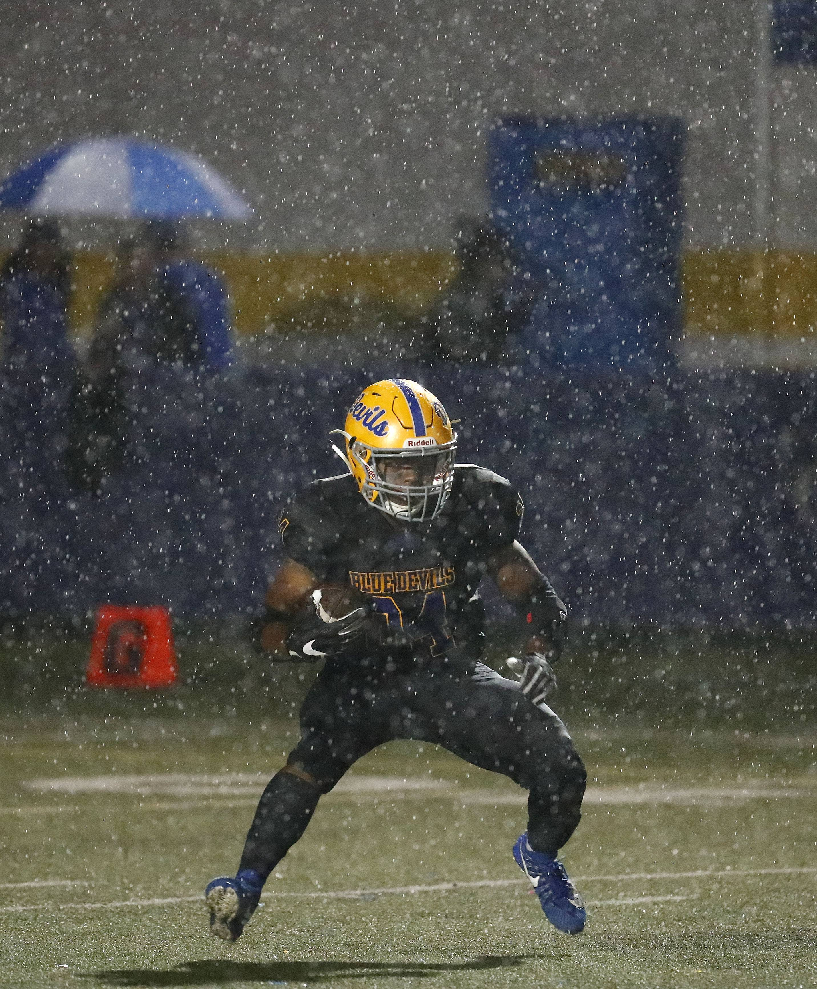 Warren takes lead on Lake Zurich before bad weather hits