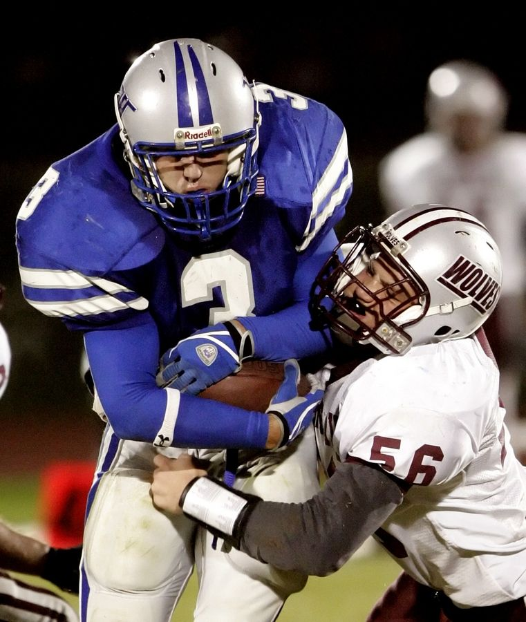 As a running back and linebacker for Vernon Hills in 2005, Vince DeFrancesco put together an all-state season.