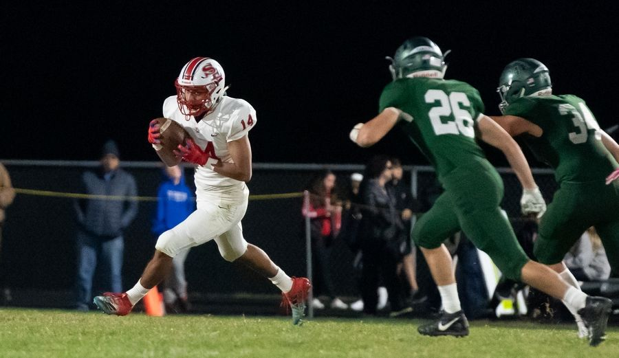 South Elgin's Cristopher Mejia-Gomez (14) carries the ball against Bartlett at Bartlett High School in Bartlett, IL on Friday, October 18, 2019